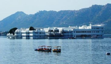 Boat ride at Lake Pichola